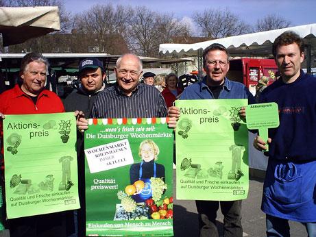 Beteiligen sich an den Aktionspreisen: (v.l.) Willi Güls (Textilien), Yasar Özay (Kosmetik), Rudi Lisken (Kartoffeln), Rainer Wisberg und Ralf Haustein (beide Obst & Gemüse)